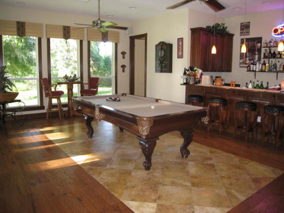 wet bar & poolroom