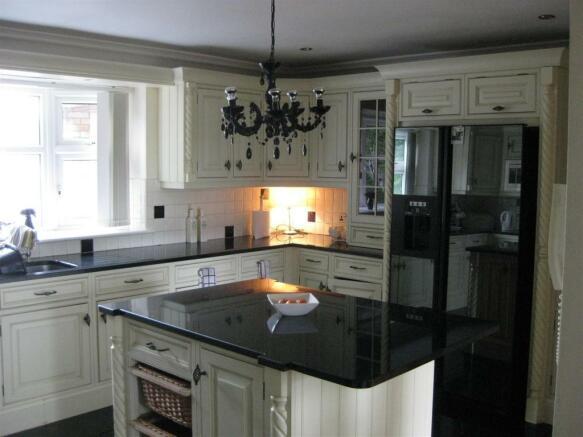 Kitchen 25.4 sq m (273 sq ft)