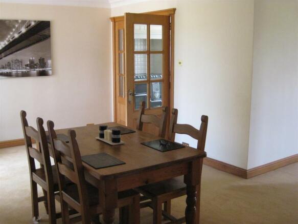 Dining Room 20 sq m (216 sq ft)