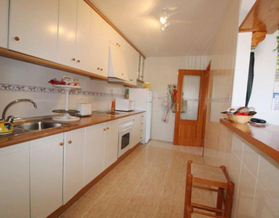 FULLY FIITED KITCHEN