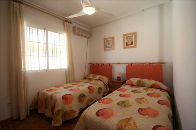 2 DOUBLE BEDROOMS