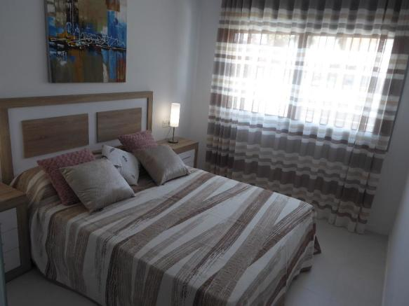 3 DOUBLE BEDS