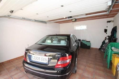 LARGE PRIVATE GARAGE