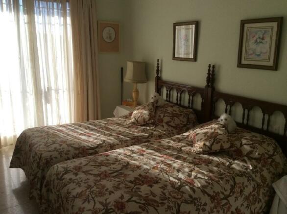 3 DOUBLE BEDROOMS
