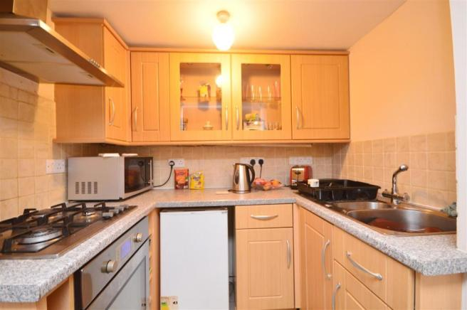 Flat 4 Kitchen Whitecross.JPG