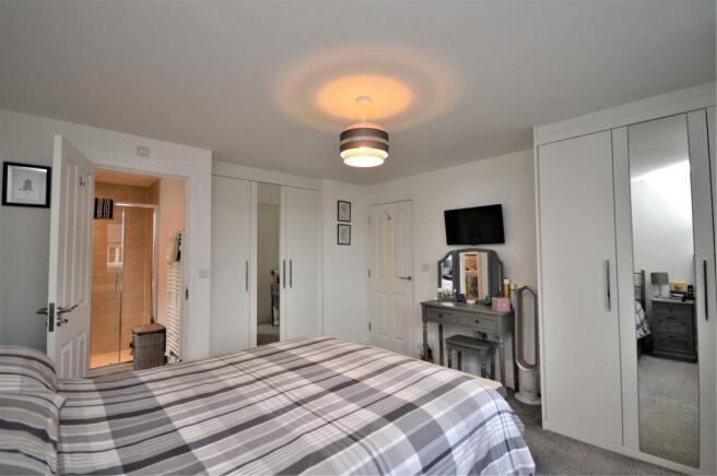 11 Bed 1 St Petersfield.JPG