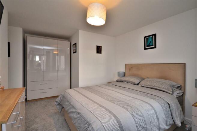13 Bed 2 St Petersfield.JPG