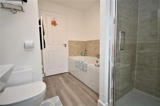 20 Bathroom 2 St Petersfield.JPG