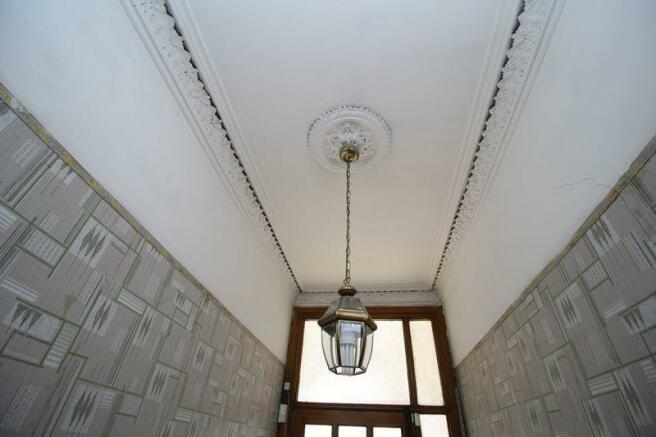Ceiling cornic...
