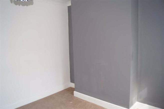 BEDROOM 2 (MIDDLE)