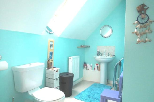 SPACIOUS EN-SUITE SHOWER-ROOM OFF