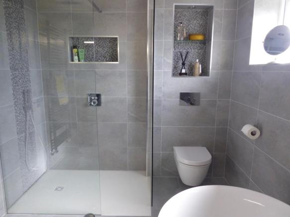 UPGRADED BATHROOM/TOILET