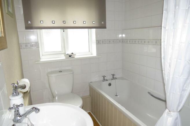 ATTRACTIVE COMBINED BATHROOM
