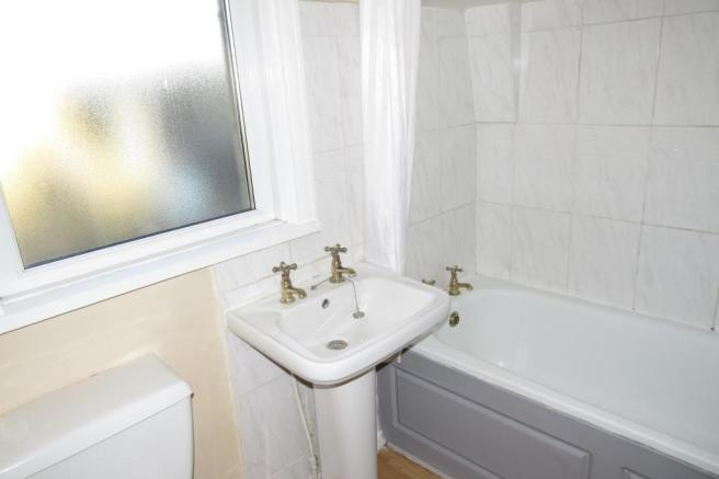 COMBINED BATHROOM/W.C.