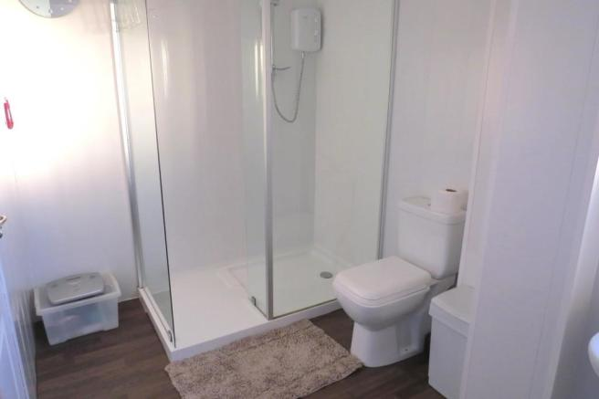UPGRADED BATHROOM/SHOWER ROOM