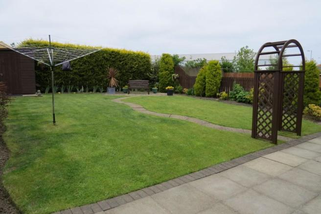 LANDSCAPED GARDEN TO REAR