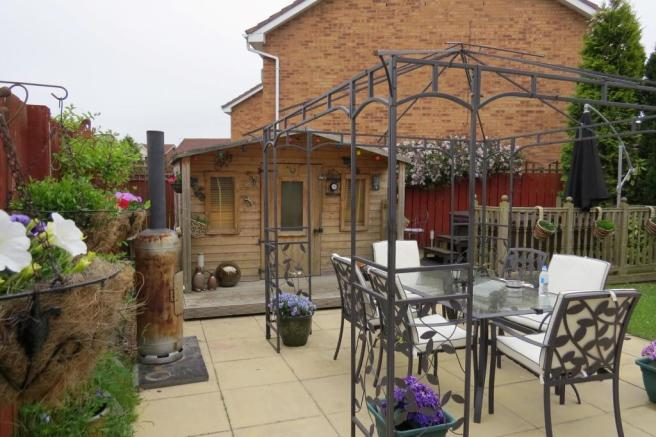 DELIGHTFUL ENCLOSED PATIO GARDEN TO REAR