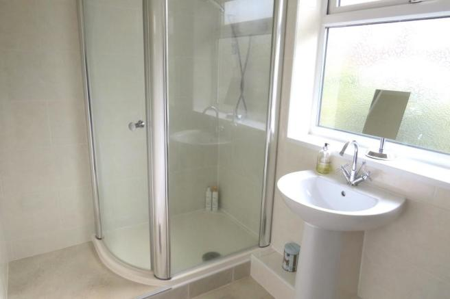 EN SUITE SHOWER ROOM/W.C.
