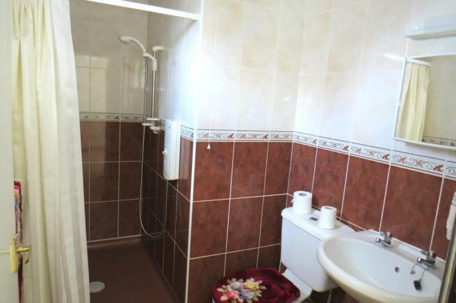 GROUND FLOOR SHOWER-ROOM / WC