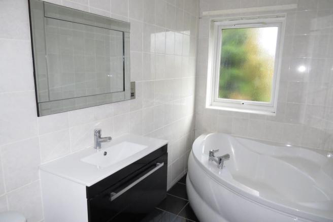 EN SUITE BATHROOM/SHOWER ROOM