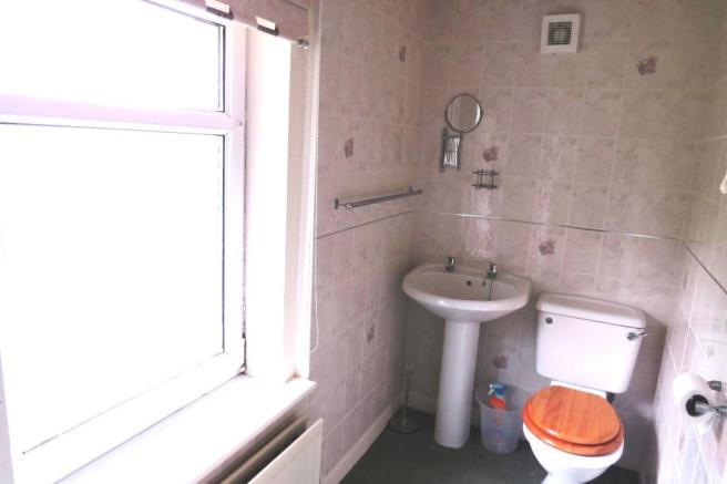 EN-SUITE SHOWER-ROOM OFF