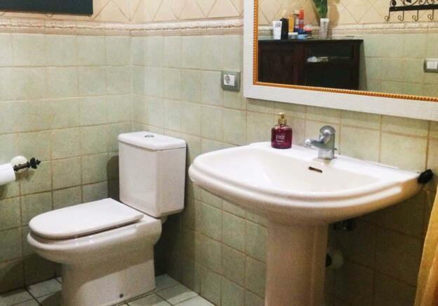 26-ensuite-bathroom-2-