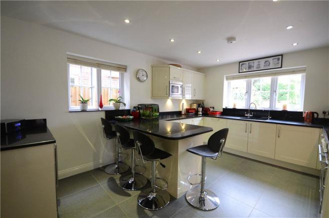 4 bedroom detached house for sale in Jefferson Close, Emmer Green