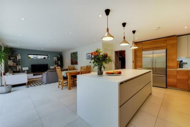 4_Kitchen-Reception-2.jpg