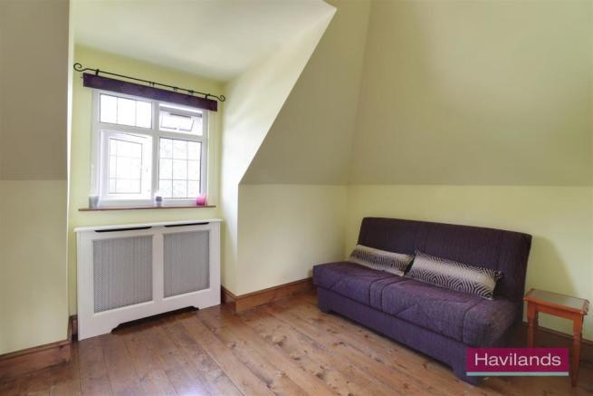 Bedroom upstairs study a.jpg