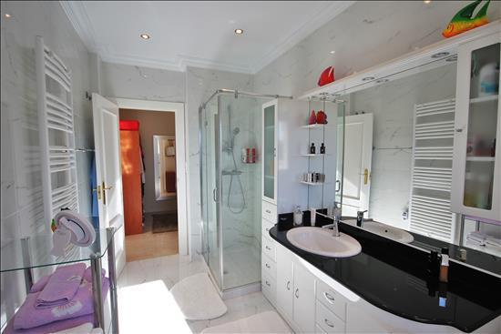 En Suite to Bedroom