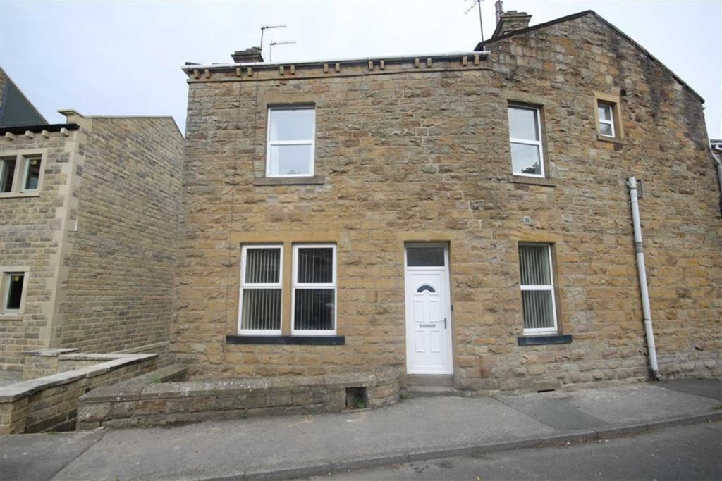 2 bedroom semi-detached house  Oxford Road, Gomersal