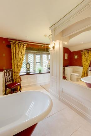 Master Bedroom En-Suite
