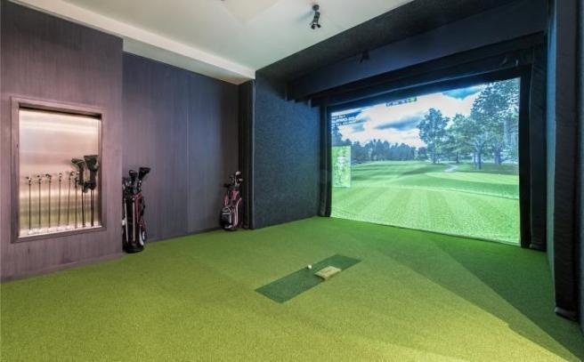 Virtual golf room.jpg