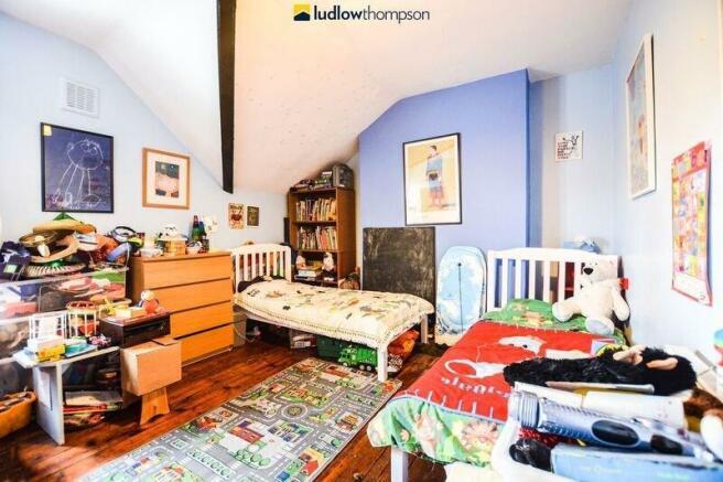4 bedroom flat to rent in Gipsy Road, London SE27, SE27