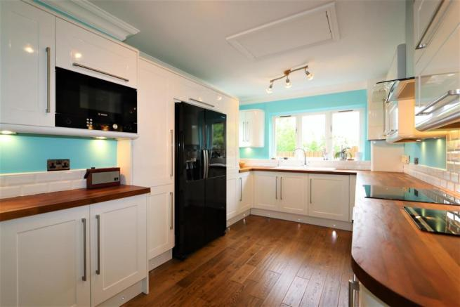 UTILITY ROOM / SECOND KITCHEN