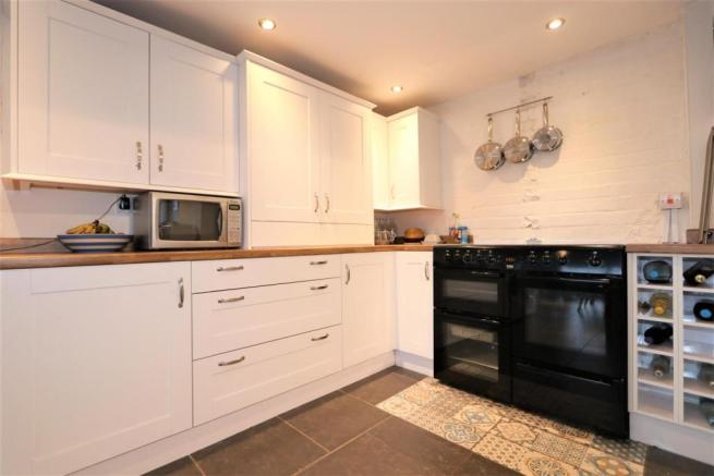 REFITTED L - SHAPED KITCHEN/DINER