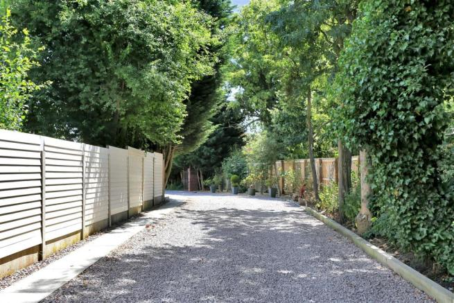 PRIVATE DRIVEWAY APPROACH