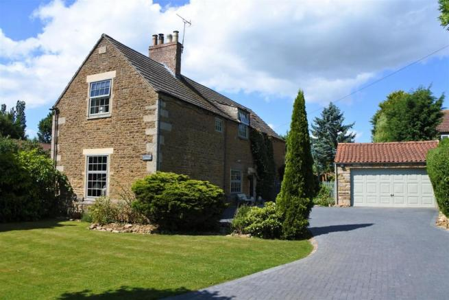 DRIVEWAY & FRONTAGE