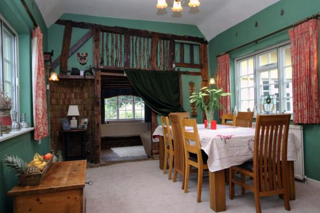 Diningroom Photo 1