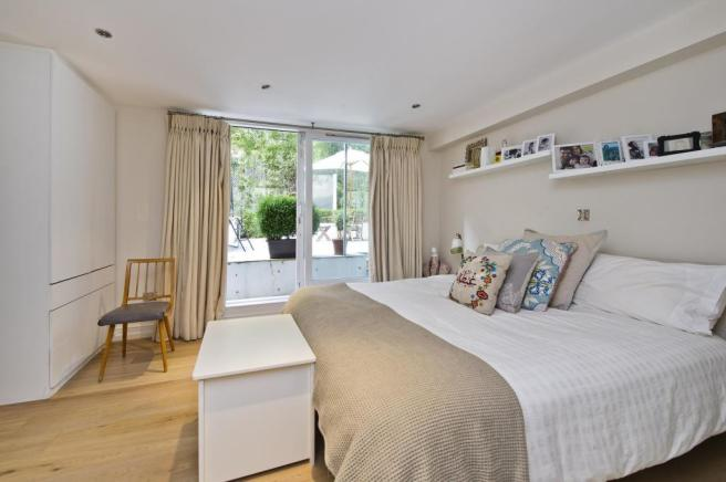 4 bedroom flat to rent in Oxford Gardens, London, W10, W10