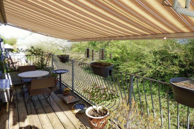 Balcony/Sun Te...