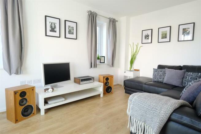 Grantham Living Room 3 DifRent.jpg