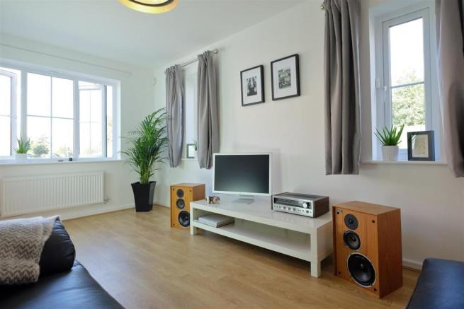 Grantham Living Room 5 DifRent.jpg