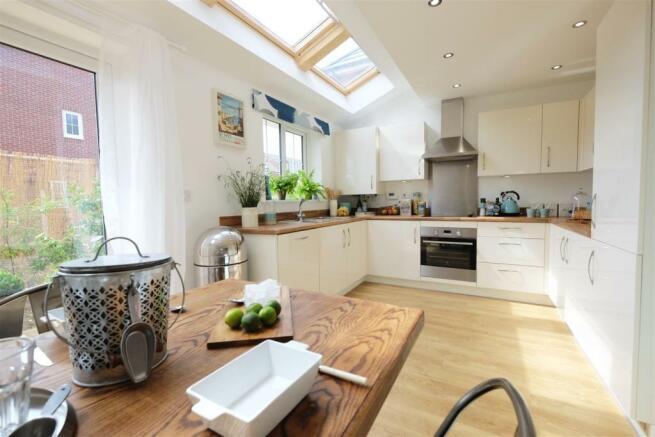 Ellemere Kitchen 2 DifRent.jpg