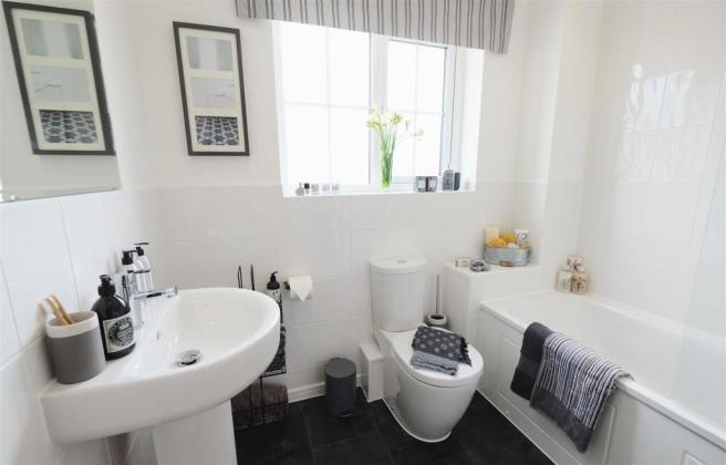 Ellesmere Bathroom 1 DifRent.jpg