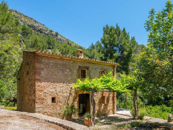 Stoneclad guest house