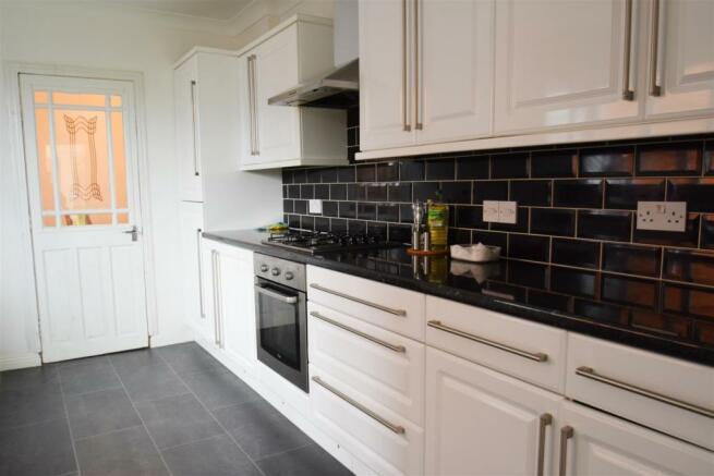 Kitchen (3) e.jpg