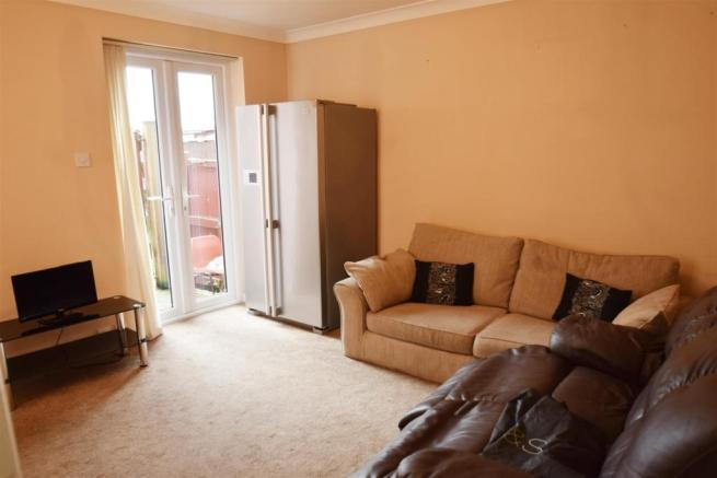 Living Room (2) e.jpg