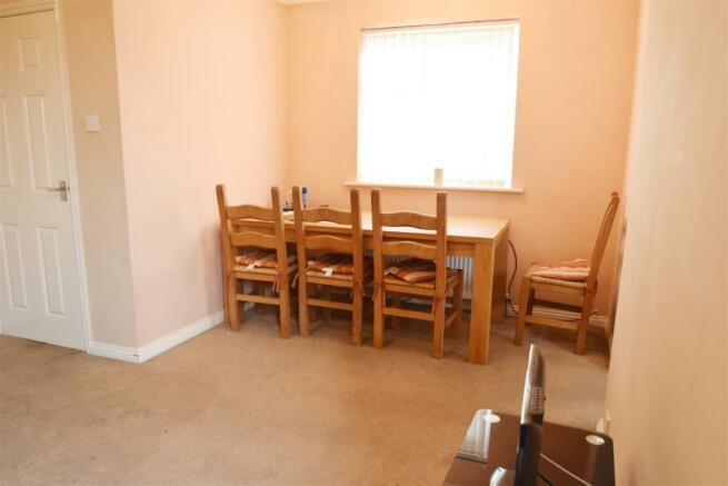 Living Room (4) e.jpg