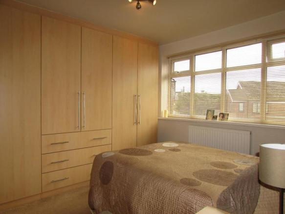 DurhamCres27bed1.JPG